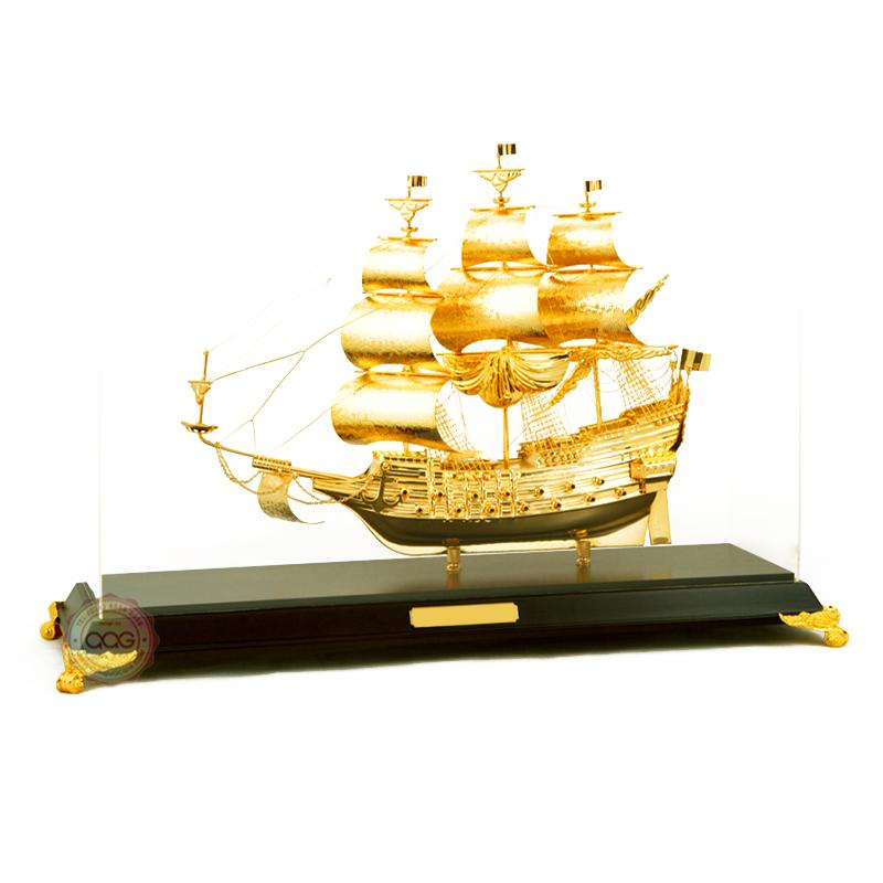 mẫu thuyền mạ vàng để bàn
