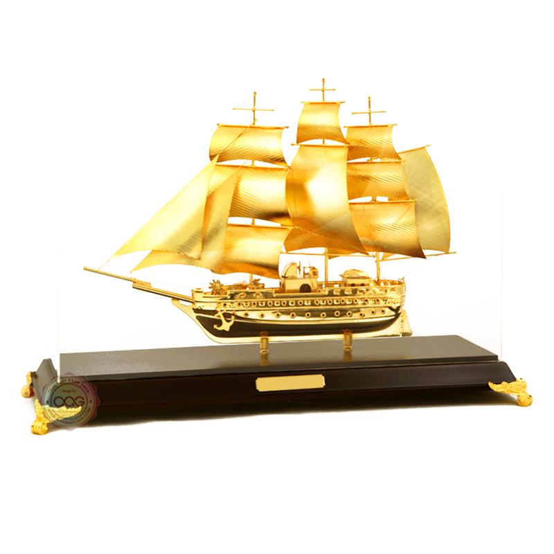 thuyền buồm mạ vàng